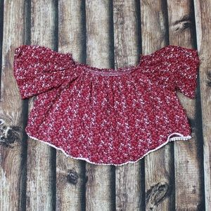 🎀3/$30 Red Floral Off The Shoulder Cropped Blouse